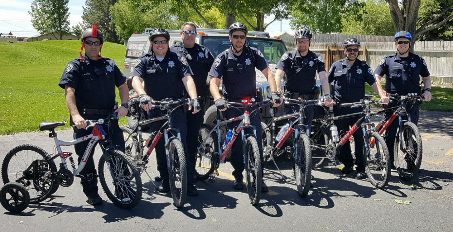 Slideshow Image - Cops on bikes